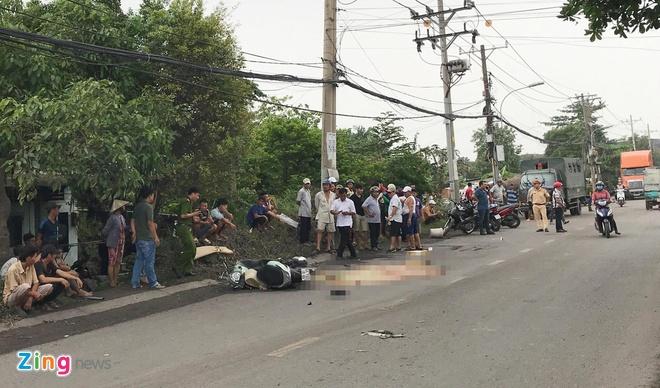Hiện trường vụ tai n.ạn trên đường Nguyễn Xiển. Ảnh:Nguyễn Huy/news.zing.vn