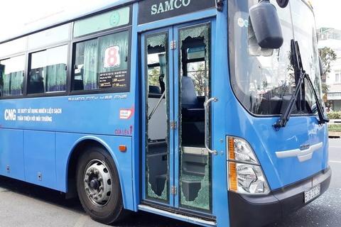 Nữ tiếp viên ôtô buýt: 'Xe lăn rất nặng, xin thông cảm đi chuyến sau' - Xã  hội