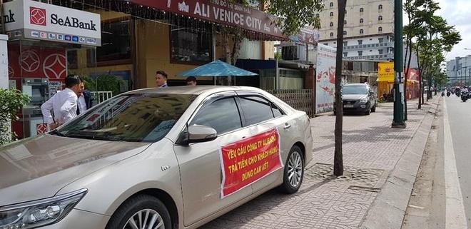 Khach hang den Dia oc Alibaba doi tien hinh anh 1