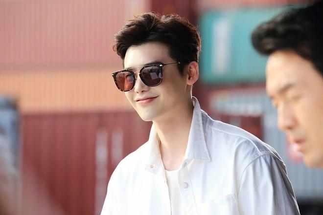 Lee Jong Suk tiep tuc dien vai thien tai, se tu tu vi tinh hinh anh 3