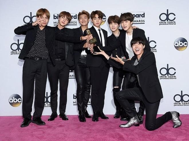 BTS nam thu 2 duoc de cu Billboard Music Awards, doi dau Justin Bieber hinh anh