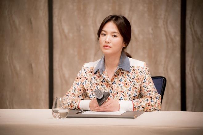 Song Hye Kyo tung bi tong tien va doa tat axit hinh anh 2