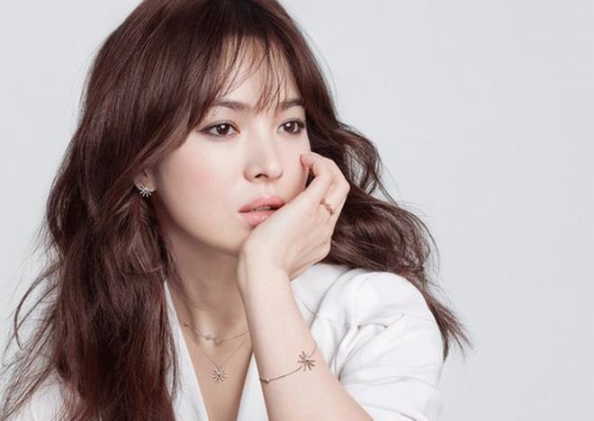 Song Hye Kyo tung bi tong tien va doa tat axit hinh anh