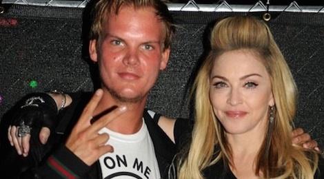 Tu 'nu hoang' Madonna den DJ Hardwell deu soc khi Avicii qua doi hinh anh