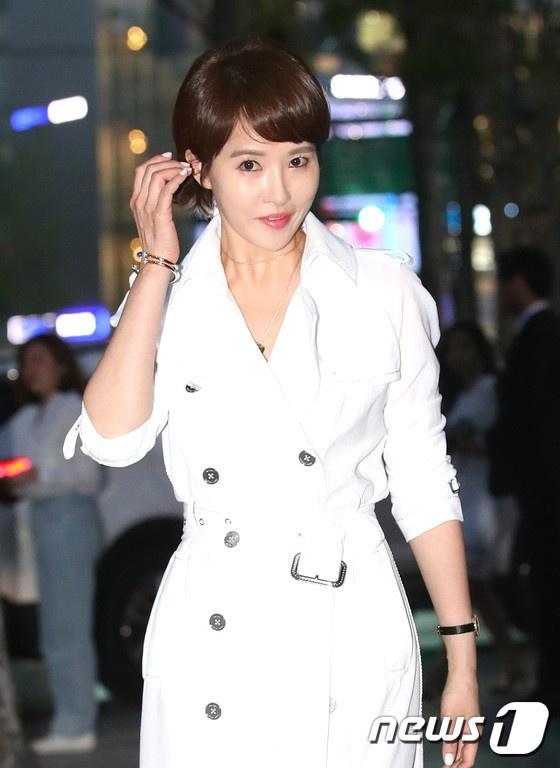 Jessica Jung va em gai so ke nhan sac trong su kien moi hinh anh 10