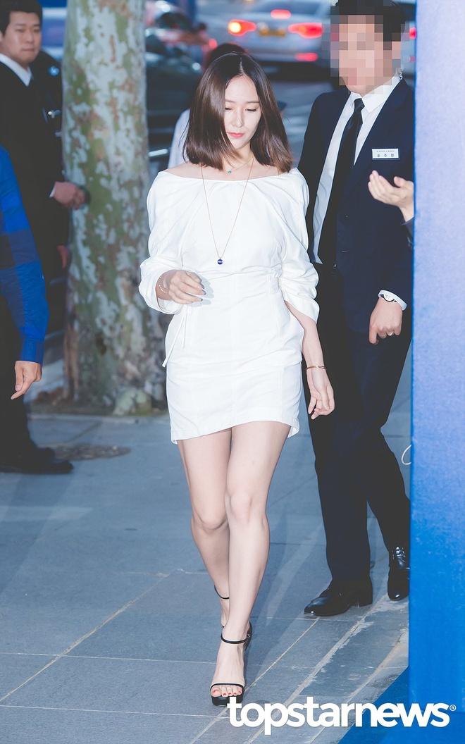 Jessica Jung va em gai so ke nhan sac trong su kien moi hinh anh 2