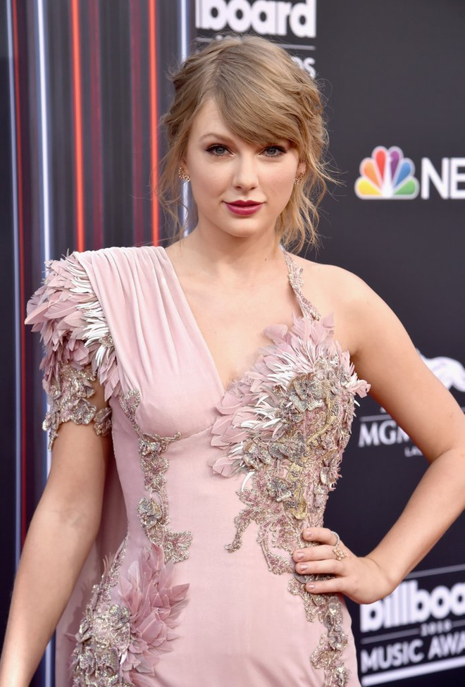 Taylor Swift bat ngo co mat tai BBMAs 2018 xem 'doi thu' BTS dien hinh anh 3