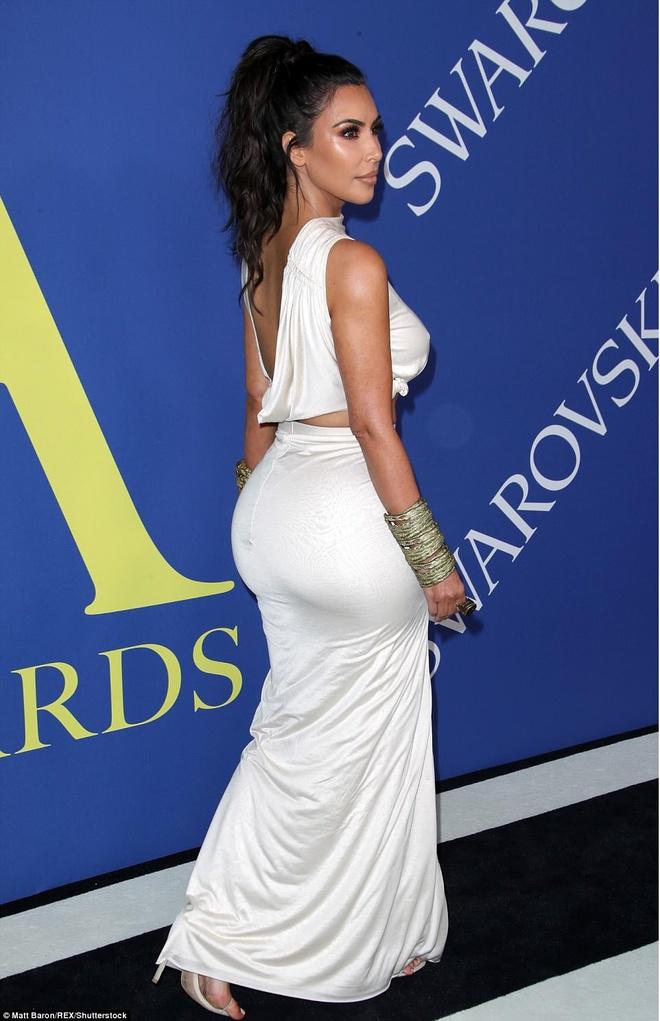 Chi em Kim Kardashian lan at nhan sac cac sieu mau Victoria's Secret hinh anh 2
