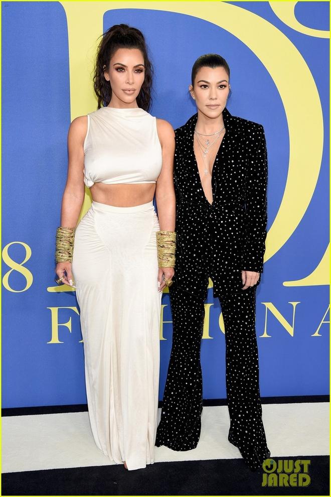 Chi em Kim Kardashian lan at nhan sac cac sieu mau Victoria's Secret hinh anh 3