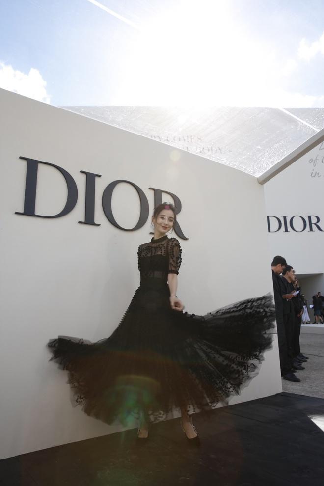 Angelababy noi bat khong kem Blake Lively khi tham du show Dior hinh anh 2