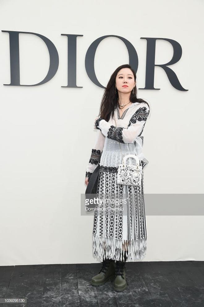 Angelababy noi bat khong kem Blake Lively khi tham du show Dior hinh anh 6