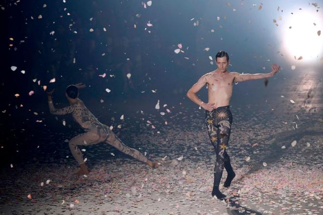 Angelababy noi bat khong kem Blake Lively khi tham du show Dior hinh anh 12