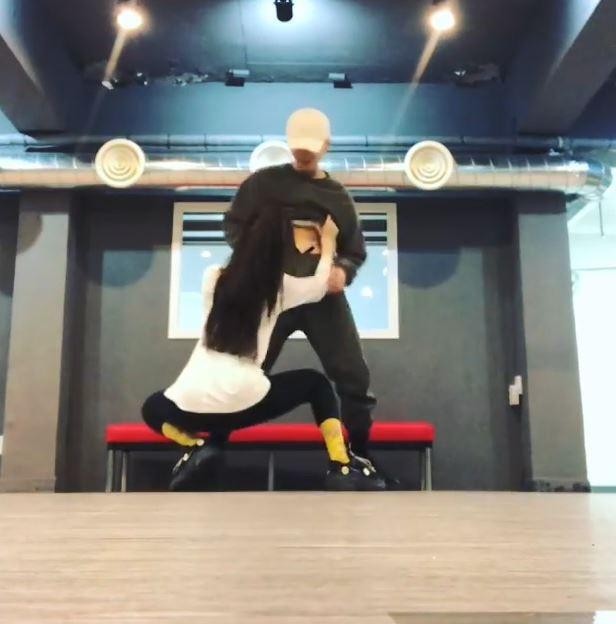 'Nu hoang goi cam' HyunA tung clip nhay sexy cung ban trai hinh anh 1