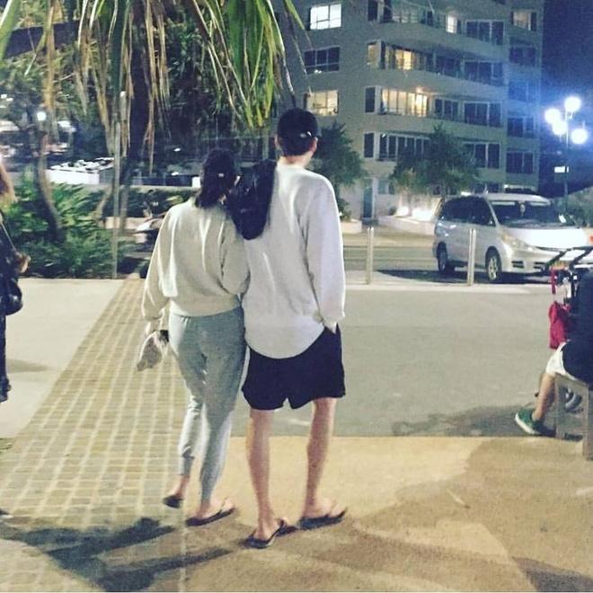 Kim Woo Bin va Shin Min Ah ben nhau tai Australia sau bien co ung thu hinh anh 1
