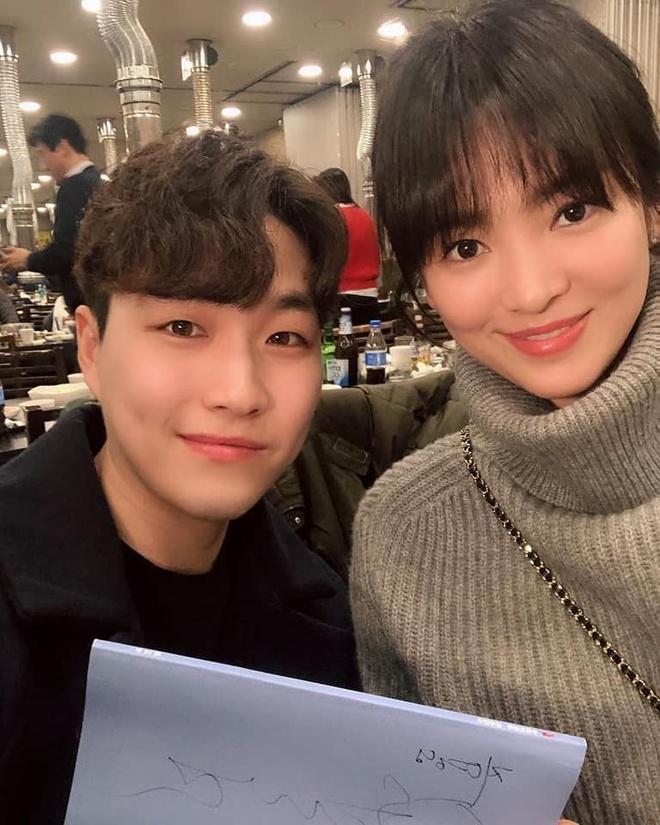 Song Hye Kyo dong cap voi Park Bo Gum anh 2