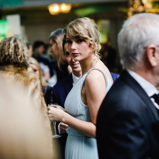 Bo Grammy, Taylor Swift tinh tu ben ban trai tai giai Oscar Anh hinh anh 1
