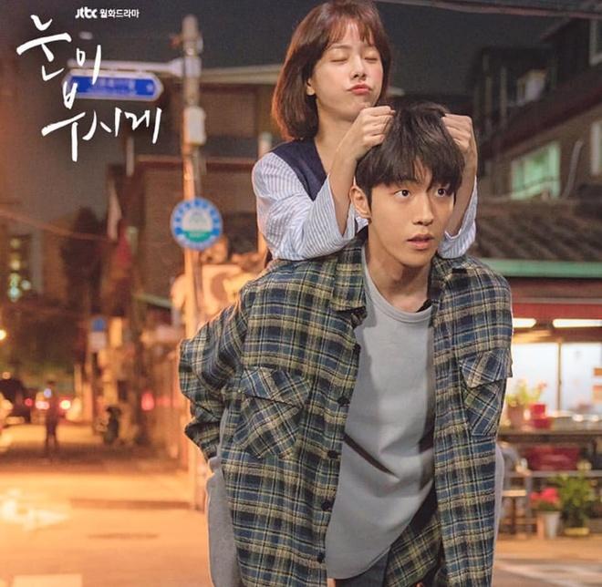 Han Ji Min dep doi ben Nam Joo Hyuk bat chap khoang cach 12 tuoi hinh anh 4