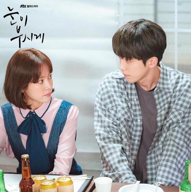 Han Ji Min dep doi ben Nam Joo Hyuk bat chap khoang cach 12 tuoi hinh anh 5