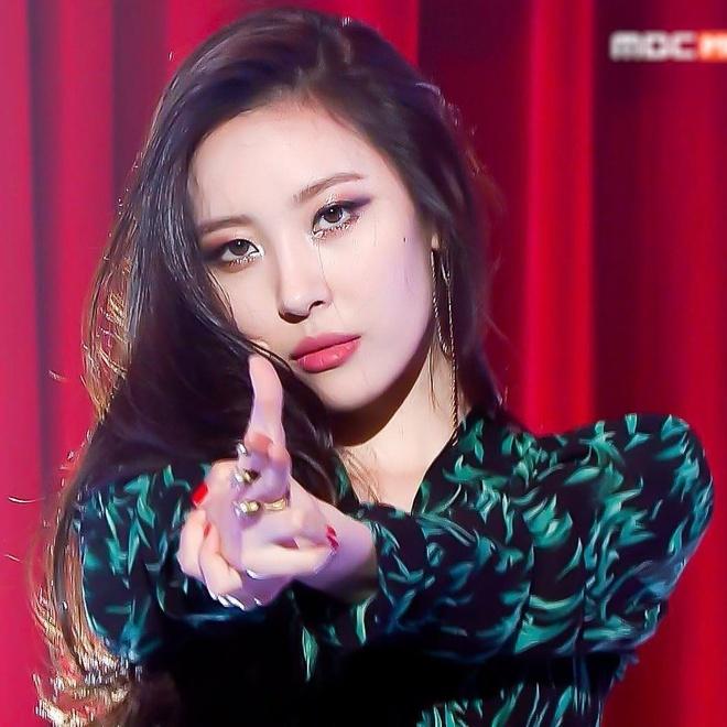 Tzuyu, Sunmi va nhung than tuong Kpop no luc de thoat mac 'bat tai' hinh anh 9
