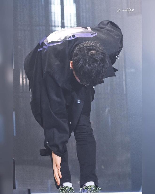 Seungri khoc, quy xin loi fan tai concert cuoi truoc khi vuong lao ly hinh anh 4