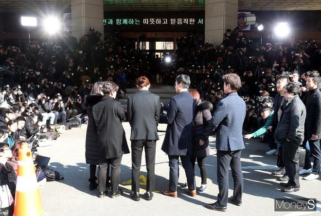 Jung Joon Young bi bua vay khi toi so canh sat de khai ve clip nong hinh anh 2