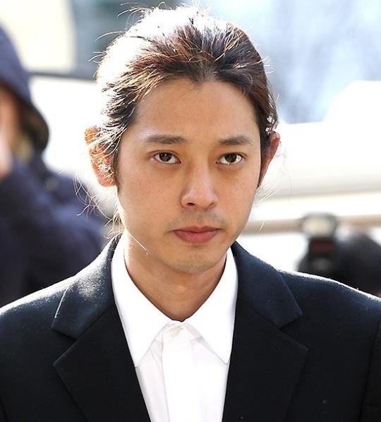 Jung Joon Young bi bua vay khi toi so canh sat de khai ve clip nong hinh anh 1