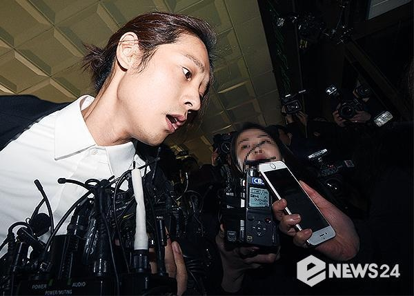 Jung Joon Young bi bua vay khi toi so canh sat de khai ve clip nong hinh anh 10