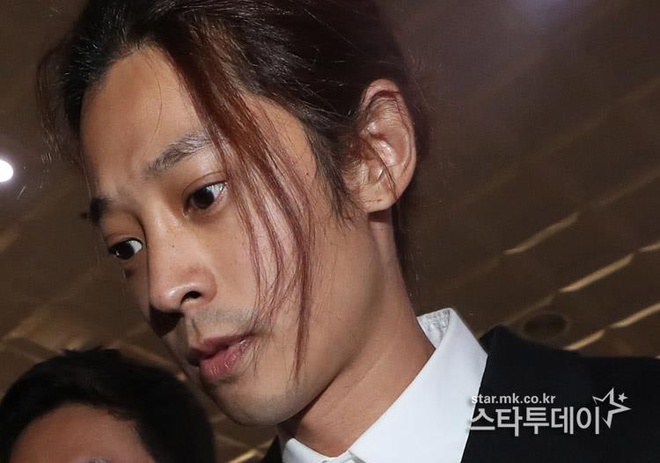 Jung Joon Young bi bua vay khi toi so canh sat de khai ve clip nong hinh anh 11