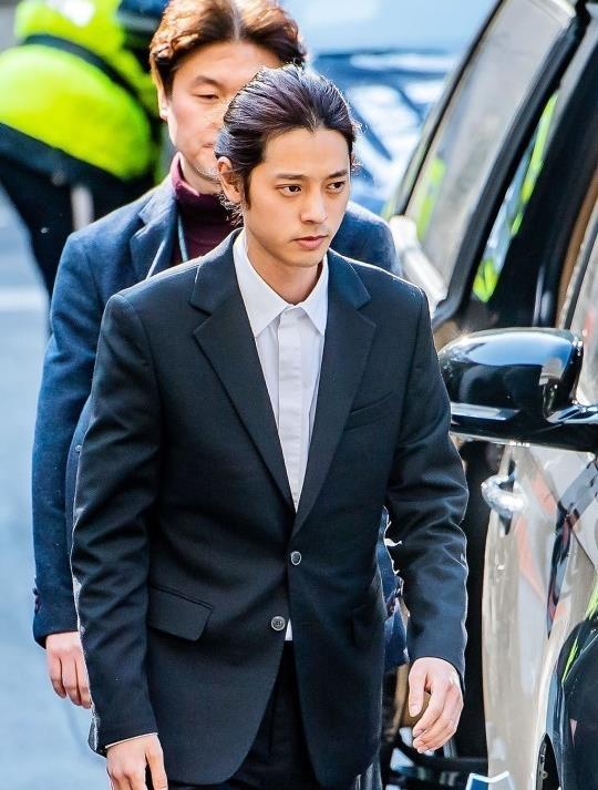 Jung Joon Young bi bua vay khi toi so canh sat de khai ve clip nong hinh anh 6
