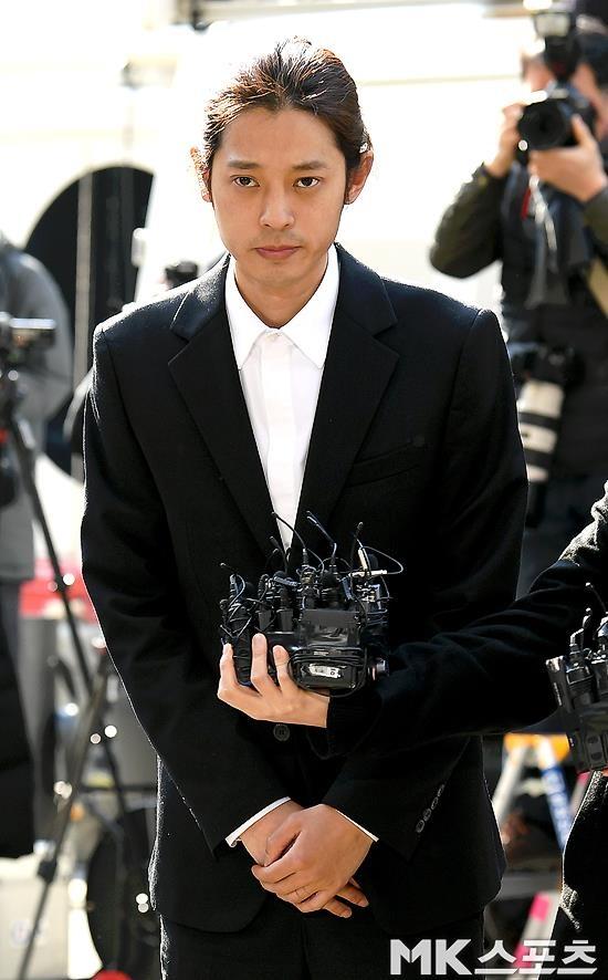 Jung Joon Young bi bua vay khi toi so canh sat de khai ve clip nong hinh anh 7