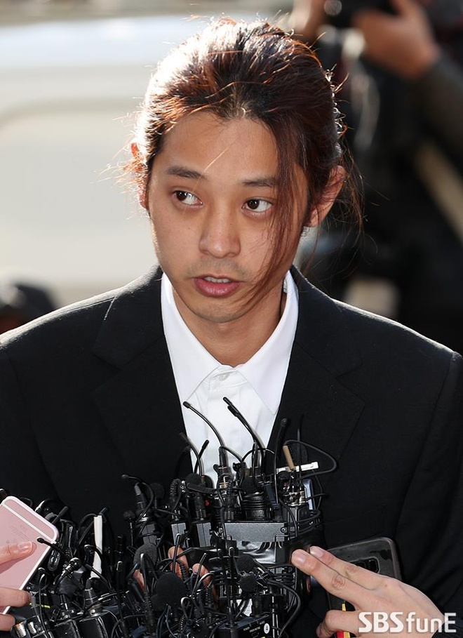 Jung Joon Young bi bua vay khi toi so canh sat de khai ve clip nong hinh anh 8