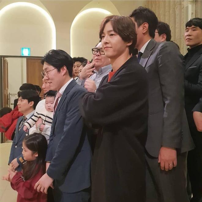 Song Joong Ki du dam cuoi ban than ma khong co Song Hye Kyo hinh anh 2