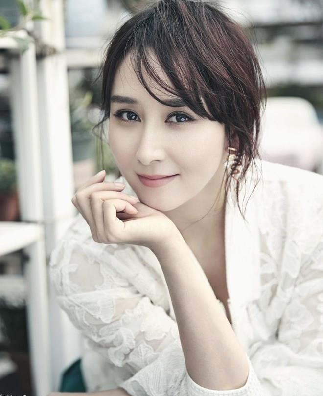 'My nhan co trang' Ho Tinh say bat tinh ngoai duong hinh anh 2