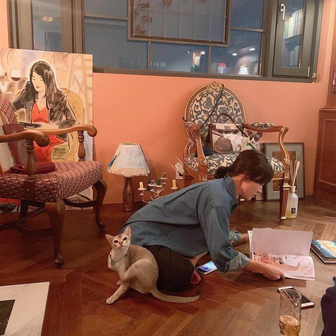 Song Hye Kyo thiet ke tui xach gan ten cua Song Joong Ki hinh anh 2