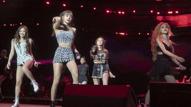 Black Pink choi sang tai Coachella, Lisa duoc so voi Ariana Grande hinh anh 10