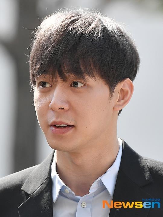 Park Yoochun thoai mai den so canh sat vi cao buoc dung ma tuy hinh anh 6
