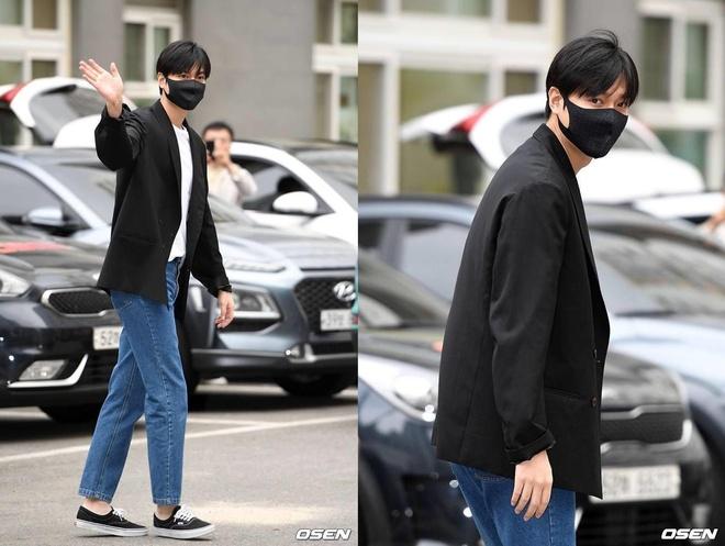 Lee Min Ho đeo khẩu trang che nửa mặt trong ngày xuất ngũ