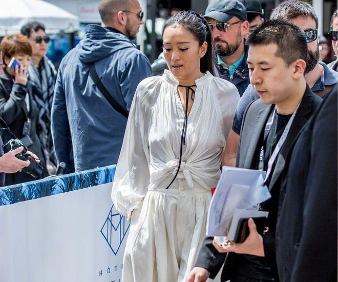 Cung Loi tinh cam ben chong 71 tuoi tai Cannes hinh anh 5