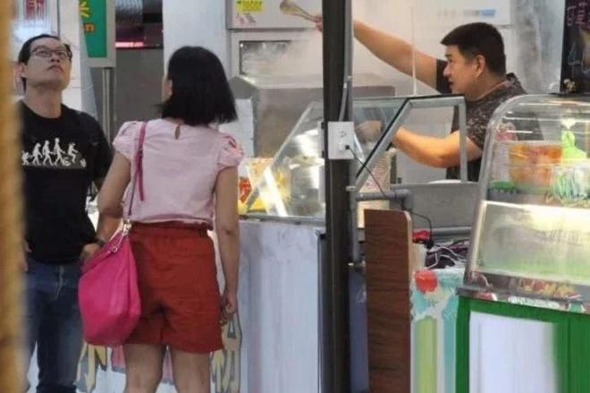 Lam Chi Dinh giau co bac nhat, anh trai vat va ban do an o via he hinh anh 1
