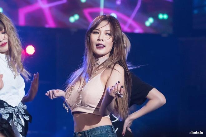 'Nu hoang goi cam Hyuna' nong bong mat voi bikini va quan ngan cun hinh anh 1