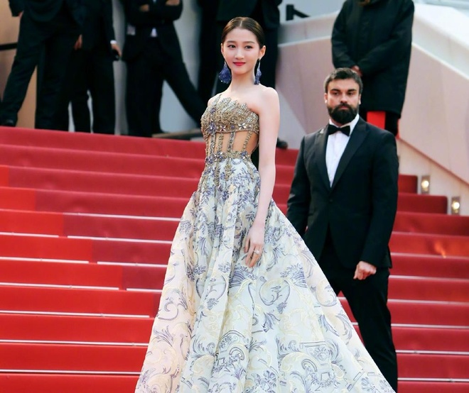 He Mong Dao goi cam, Ha Tue mac lo tren tham do Cannes 2019 hinh anh 7