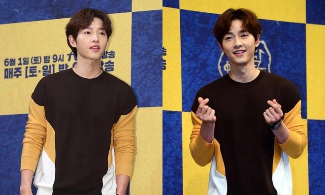 Song Joong Ki lien tuc khoac vai, ban tim cung Jang Dong Gun hinh anh 8