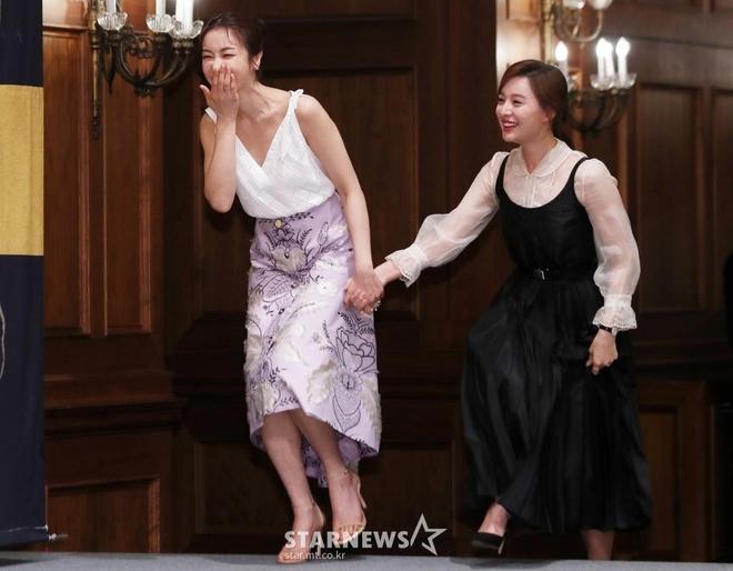 Song Joong Ki lien tuc khoac vai, ban tim cung Jang Dong Gun hinh anh 5