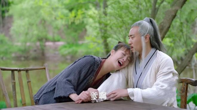 Xe hoi, do nhua xuat hien trong phim co trang 'Phong than dien nghia' hinh anh 5