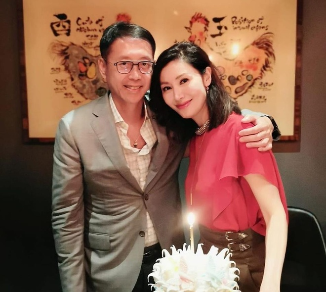 Ly Gia Han tre trung ben chong ty phu trong tiec sinh nhat 49 tuoi hinh anh 3
