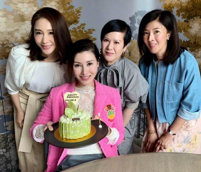 Ly Gia Han tre trung ben chong ty phu trong tiec sinh nhat 49 tuoi hinh anh 2