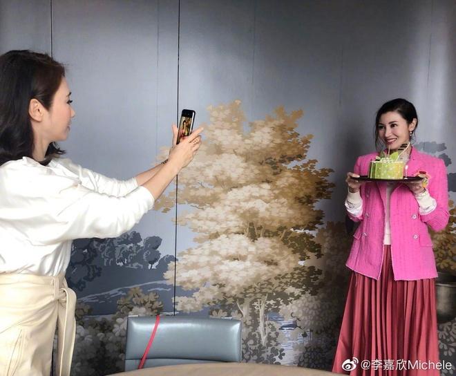 Ly Gia Han tre trung ben chong ty phu trong tiec sinh nhat 49 tuoi hinh anh 6