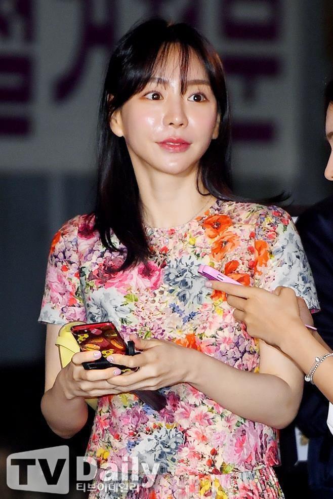 Hwang Hana duoc tha anh 6