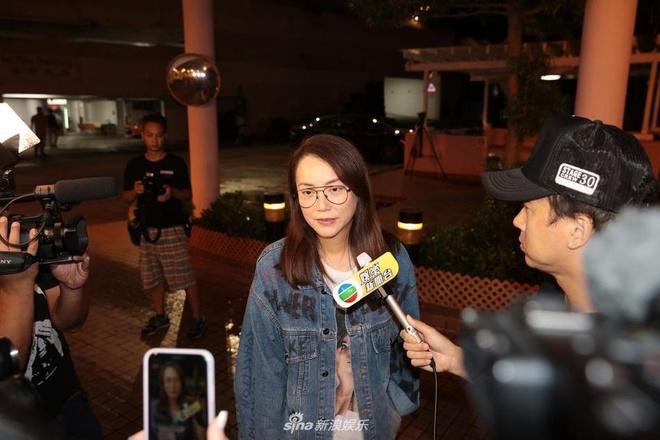 Nham Dat Hoa nam cang tro ve Hong Kong sau vu bi dam o su kien hinh anh 4