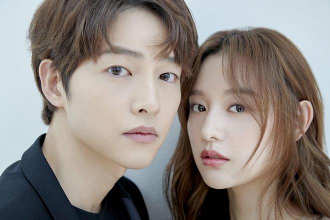Song Joong Ki ne dung ben 'nguoi tinh tin don' trong bo anh moi hinh anh 2
